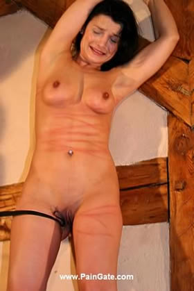 OPERA - A BEAUTIFUL LADY UNDER RIGID BACK-, BREAST- AND PUSSY WHIPPING