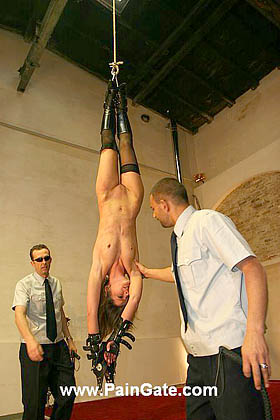 Headdown suspended for an ultra brutal fullbody whipping!